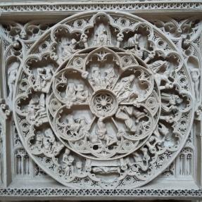 Túmulo de D. Pedro no Mosteiro de Alcobaça. Uma das obras do túmulo é a Roda da fortuna que representa as idades do homem.