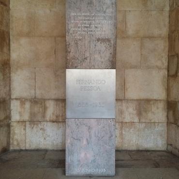 Túmulo de Fernando Pessoa no Mosteiro de Jerónimos