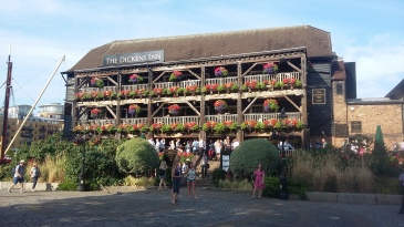 The Dickens Inn - Pub em St Katherine Docks, Londres