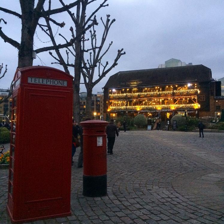 St Katherine Docks e The Dickens Inn, Londres