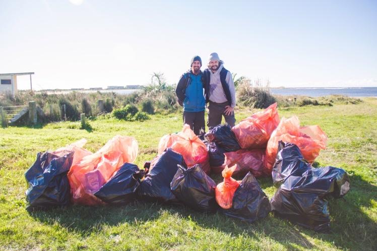 Sendo voluntário na limpeza de praias no Uruguai
