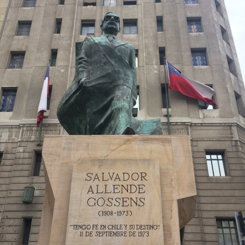 Estátua ao presidente deposto Salvador Allende - Santiago / Chile