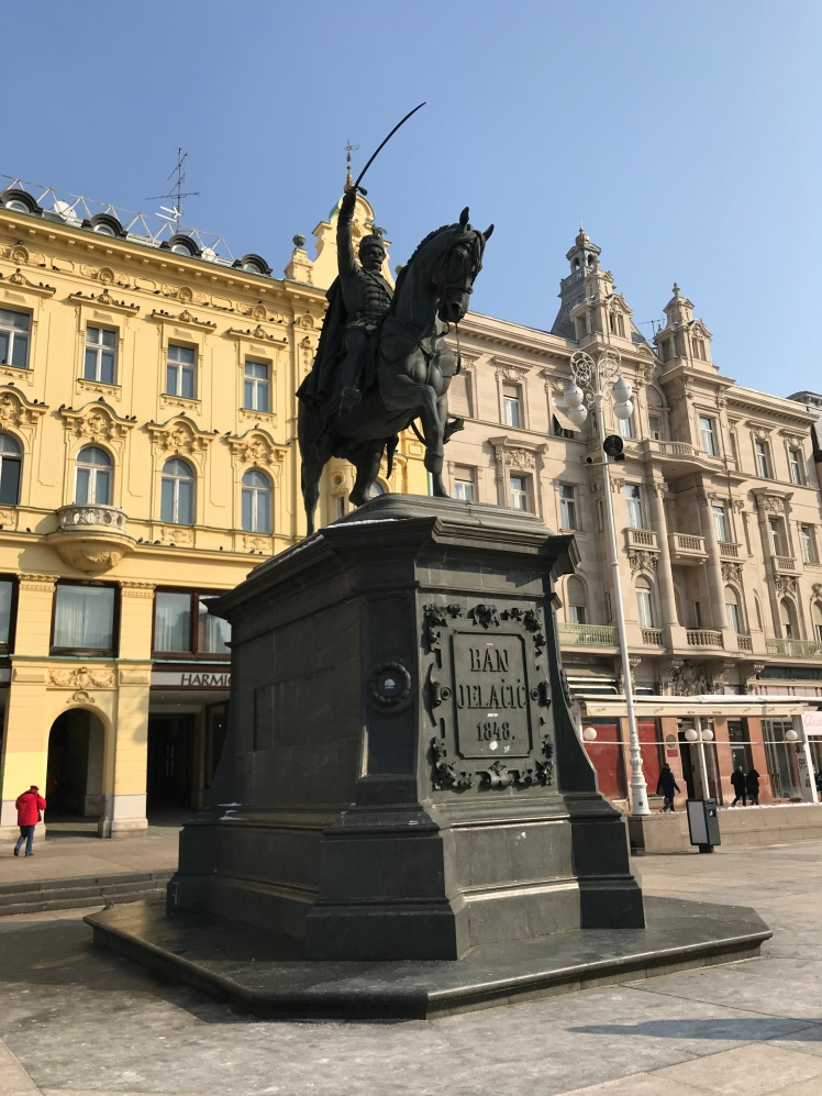 Estatua de BanJosip Jelačić na principal Praça de Zagreb