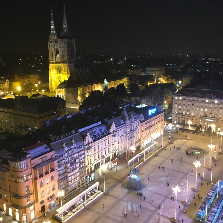 Observatório Deck 360º de Zagreb à noite. Vale Muito a Pena!!!!