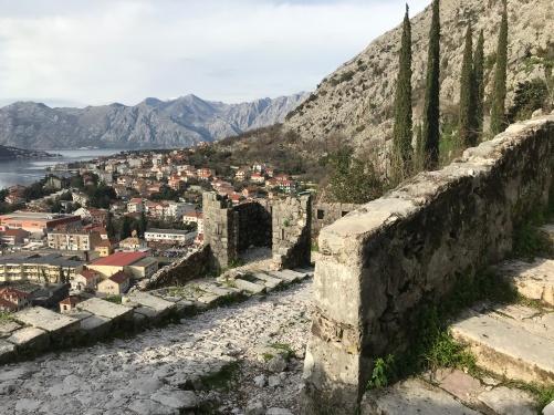 Muralhas de Kotor - Subida até o topo tem mais de 1500 degraus.