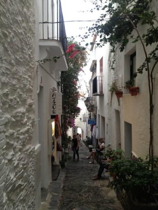 CADAQUÈS fica no litoral norte da Catalunha, na chamada costa brava em Girona!