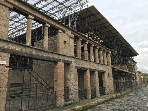 Ainda hoje muiras escavações continuam em Pompeia