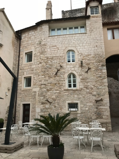 Hotel Vestibul dentro do Palacio Diocleciano - Foto Autoral